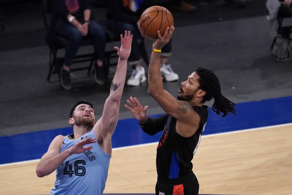 New York Knicks guard Derrick Rose (4) goes to the basket past Memphis Grizzlies guard John Konchar (46) during the first half of an NBA basketball ga...