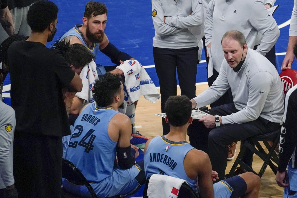 Memphis Grizzlies coach Taylor Jenkins, right, talks to players during a timeout in the second half of an NBA basketball game against the New York Kni...