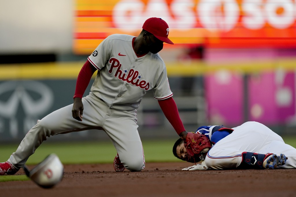 Atlanta Braves' Travis d'Arnaud (16) is safe at second base with a double as Philadelphia Phillies shortstop Didi Gregorius (18) applies the late tag ...