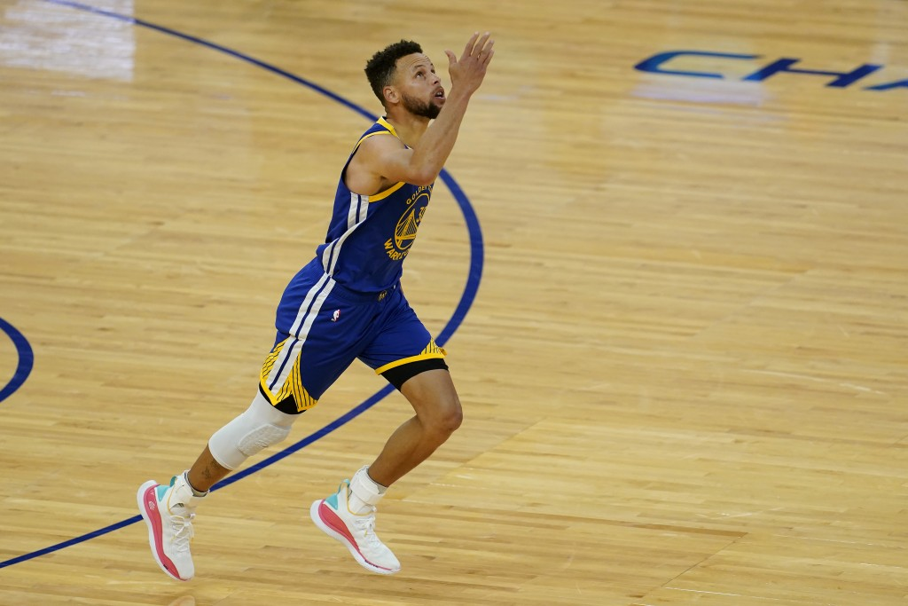 Golden State Warriors guard Stephen Curry (30) gestures after scoring against the Denver Nuggets to pass Wilt Chamberlain to become the franchise's al...
