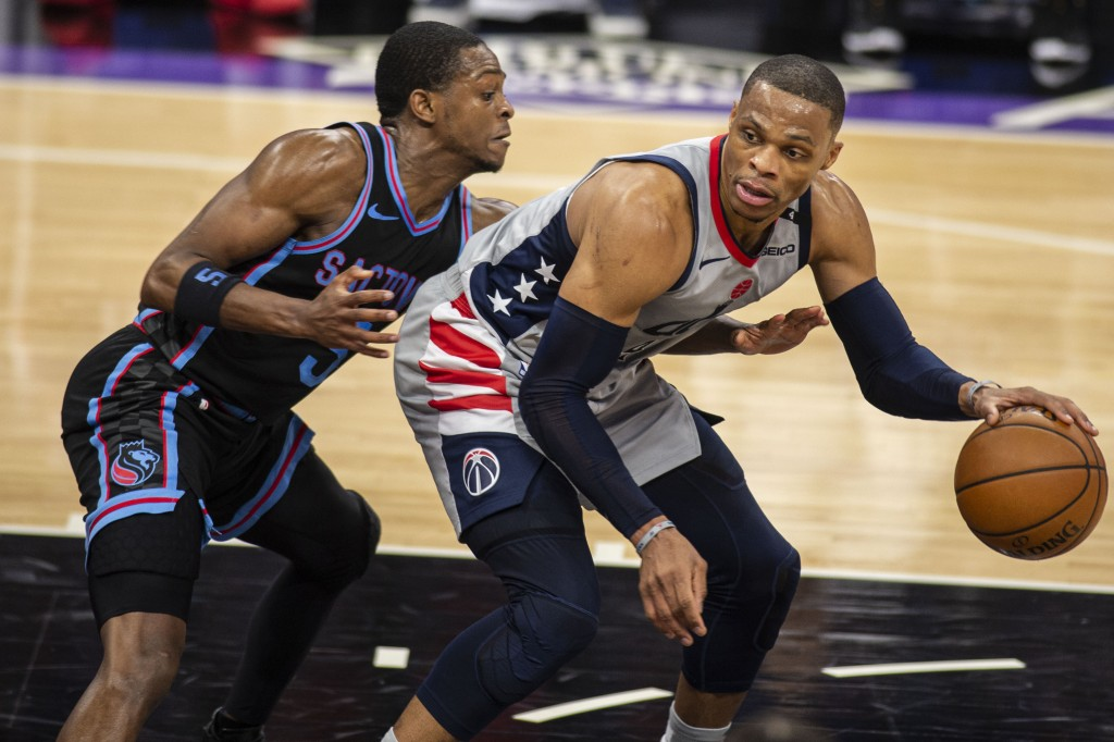 Sacramento Kings guard De'Aaron Fox (5) defends Washington Wizards guard Russell Westbrook (4) as he looks to make a play during the second quarter of...