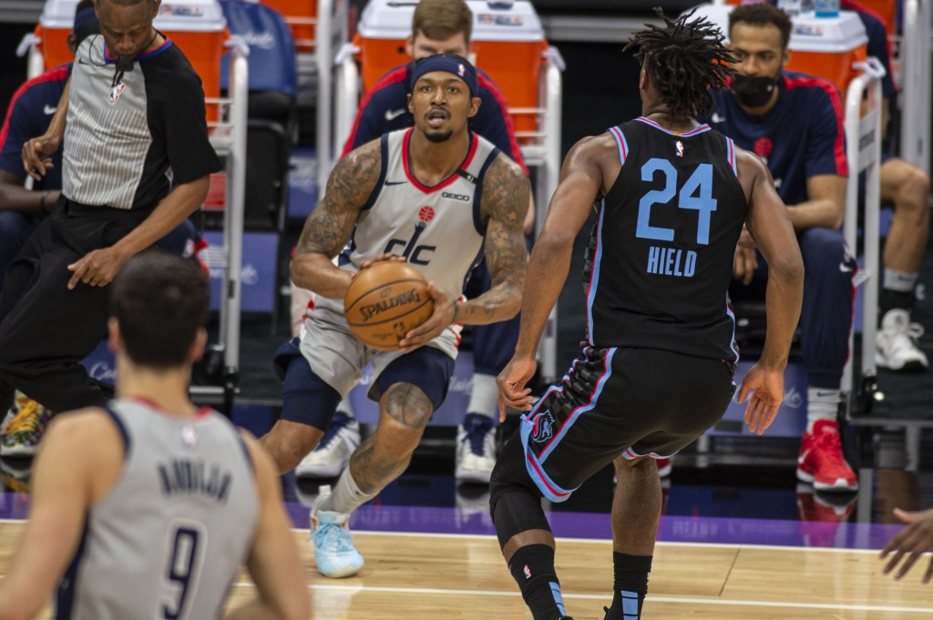 Washington Wizards guard Bradley Beal (3) prepares to hit a three point basket in front of Sacramento Kings guard Buddy Hield (24) during the first qu...