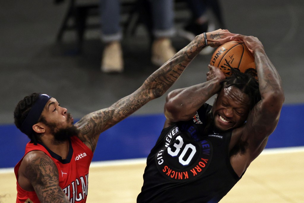 New York Knicks forward Julius Randle, right, battles for the ball with New Orleans Pelicans forward Brandon Ingram, left, during the second half of a...