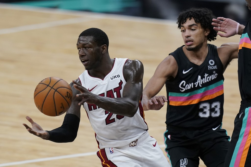 Miami Heat guard Kendrick Nunn (25) moves the pall past San Antonio Spurs guard Tre Jones (33) during the second half of an NBA basketball game in San...