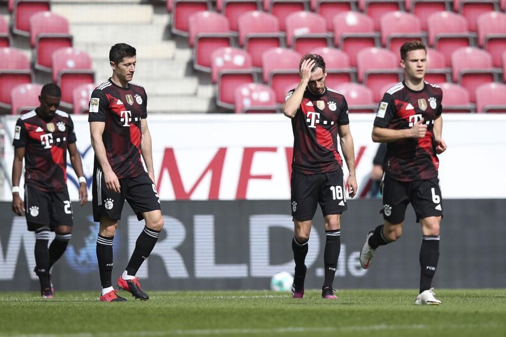 Bayern's Leon Goretzka, right, reacts besides team mate Robert Lewandowski after Mainz scored during the German Bundesliga soccer match between FSV Ma...