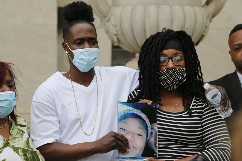 Myron Hammonds, left, and Paula Bryant, father and mother of Ma'Khia Bryant, the 16-year-old girl shot and killed by a Columbus police officer on Apri...