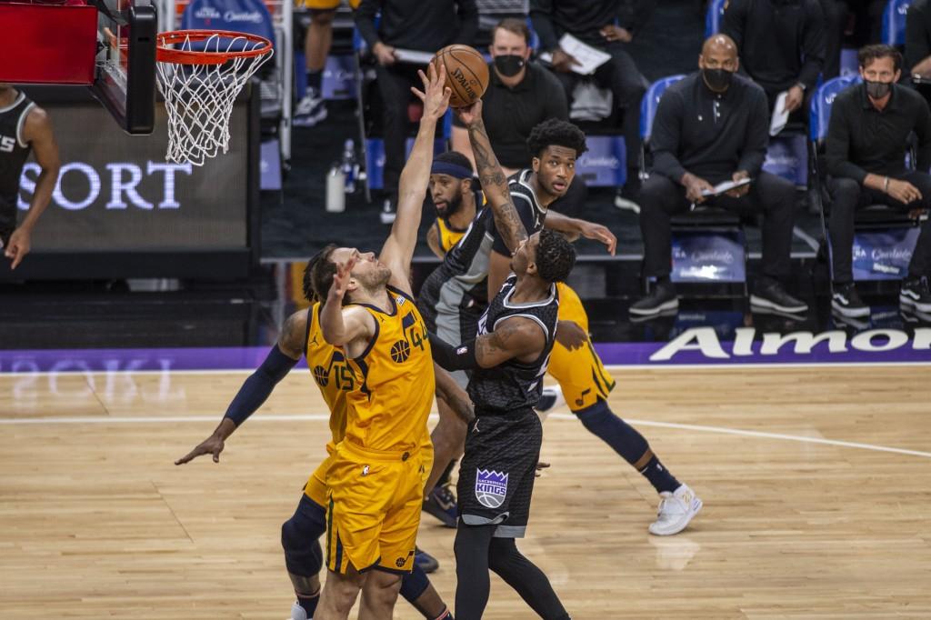 Utah Jazz forward Bojan Bogdanovic (44) attempts to block a shot by Sacramento Kings guard Delon Wright (55) during the first quarter of an NBA basket...