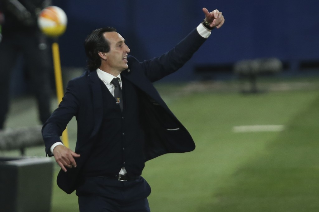 Villareal's manager Unai Emery gestures during the Europa League semifinal first leg soccer match between Villarreal and Arsenal at the Estadio de la ...