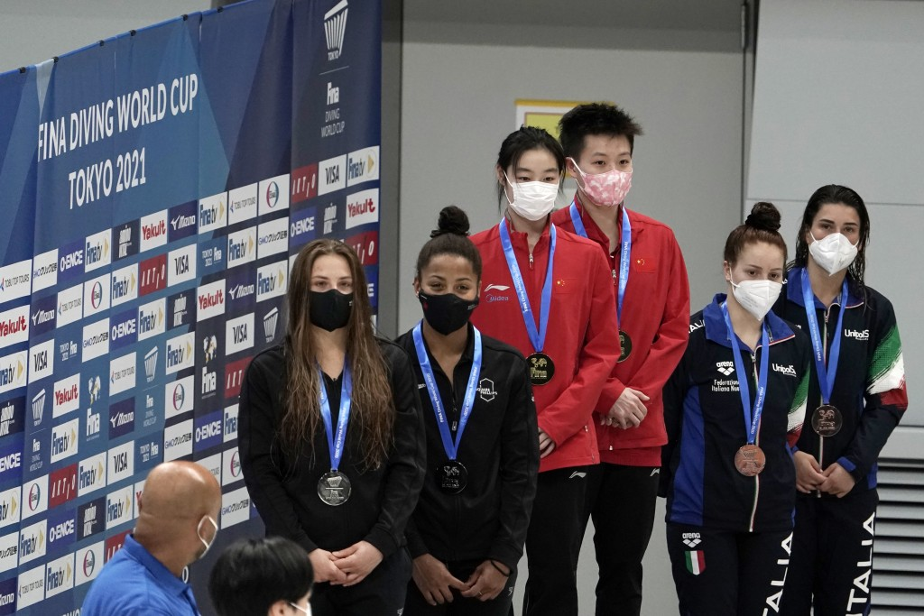 From left, silver medalists Melissa Citrini Beaulieu and Jennifer Abel of Canada, gold medalists Chang Yani, and Chen Yiwen, left, of China and bronze...