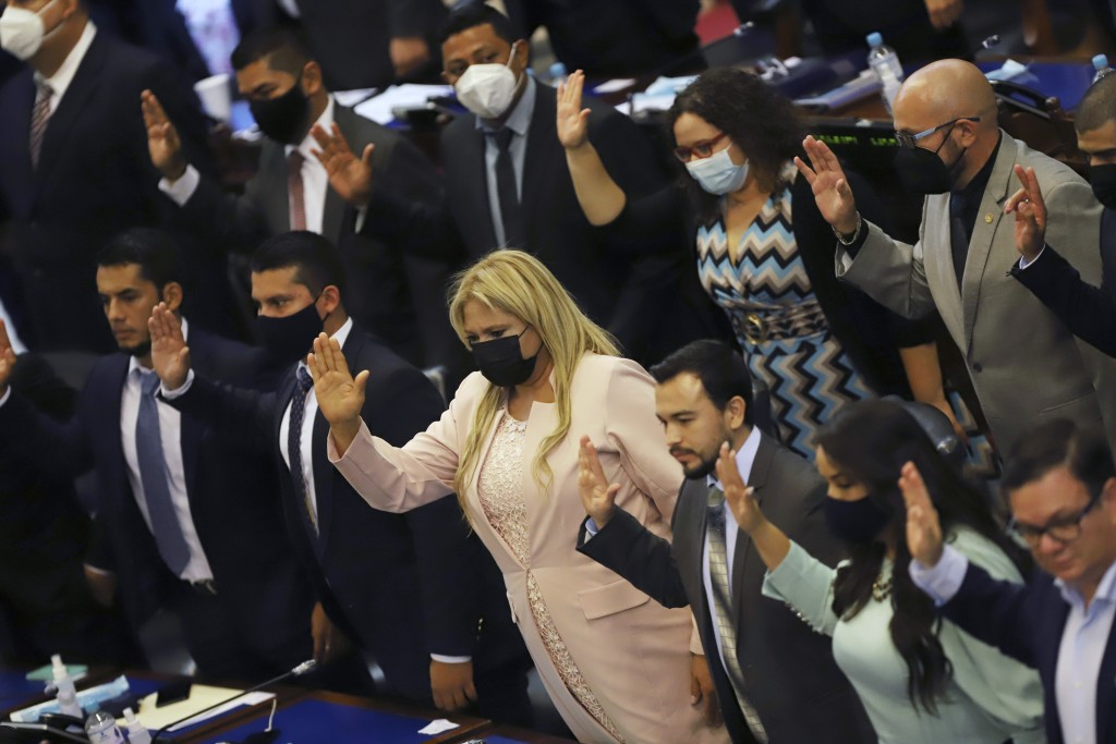New members of the New Ideas party are sworn in during the Legislative Assembly in San Salvador, El Salvador, Saturday, May 1, 2021. (AP Photo/Salvado...
