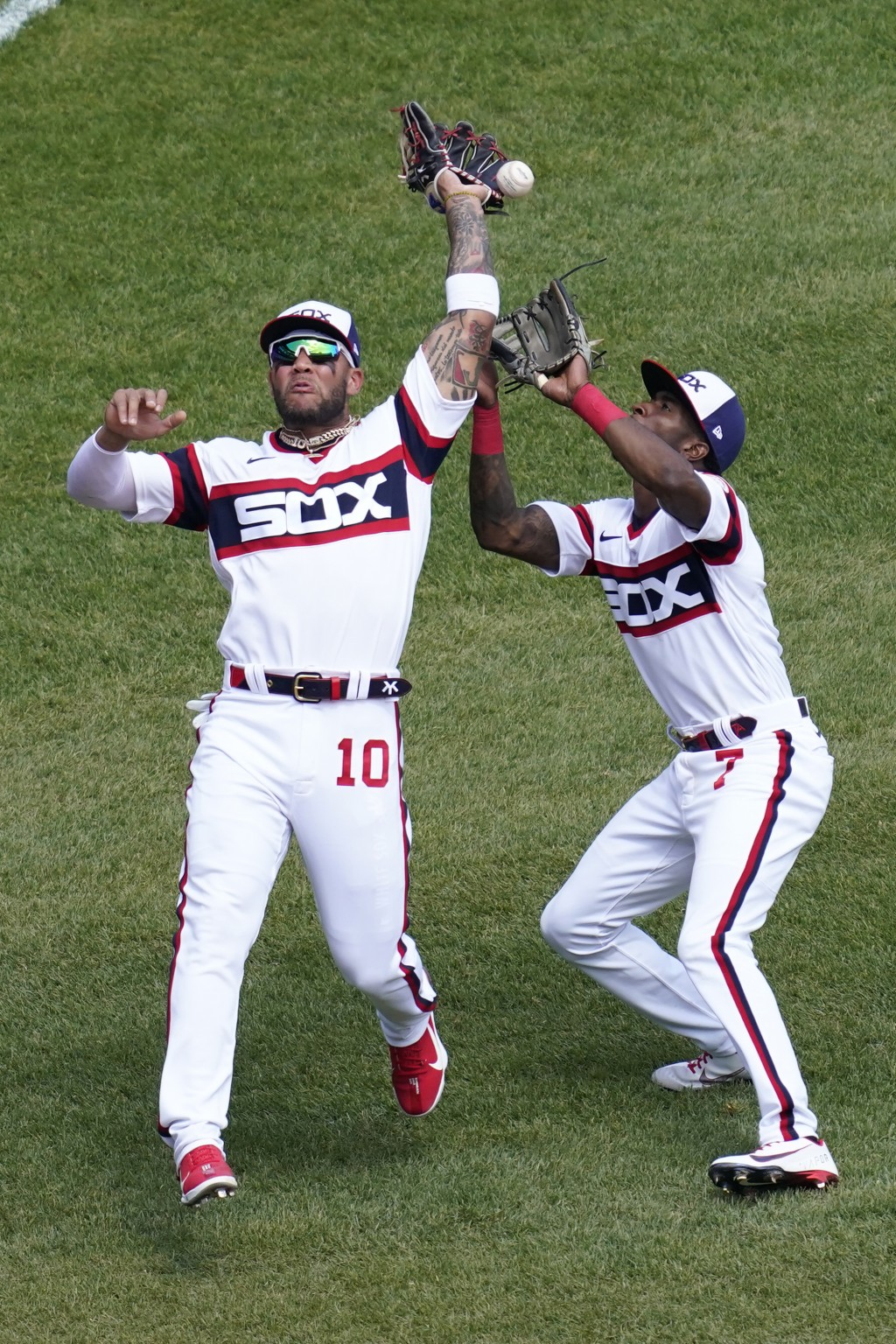 Chicago White Sox third baseman Yoan Moncada, left, makes a fielding error as teammate Tim Anderson, right, watches the ball during the fourth inning ...