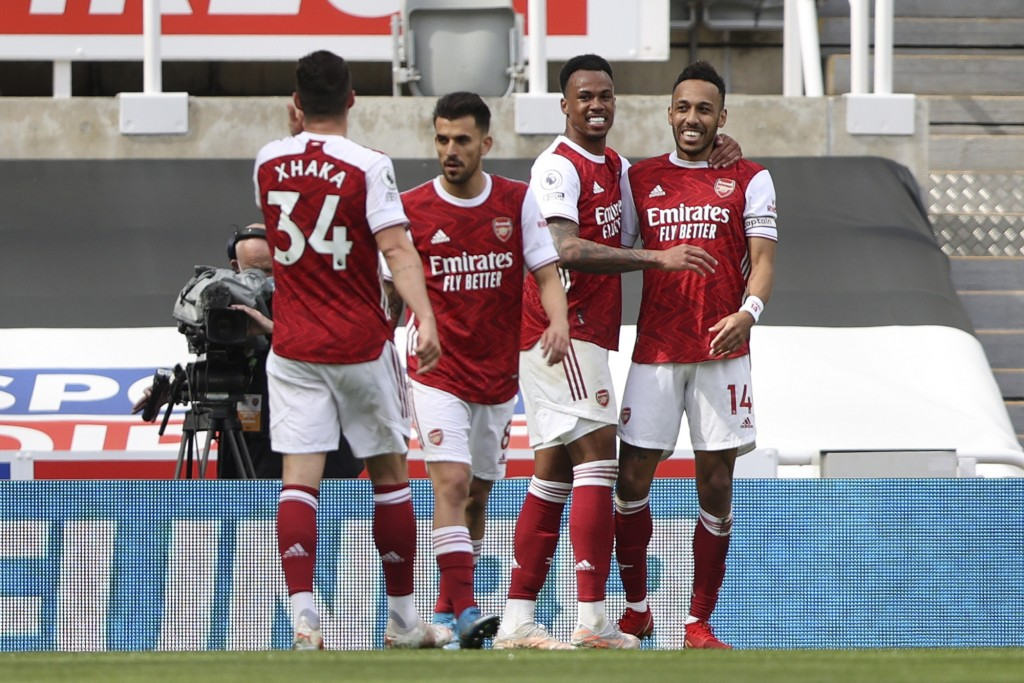 Arsenal's Pierre-Emerick Aubameyang, right, celebrates scoring his side's second goal with his teammates during the English Premier League soccer matc...