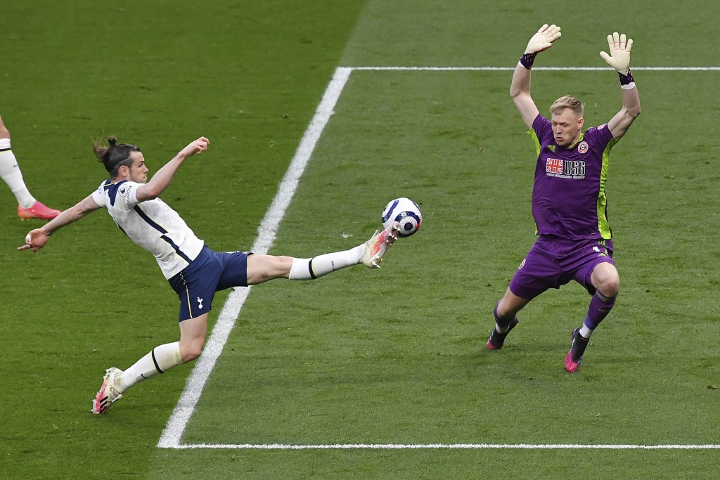 Tottenham's Gareth Bale, left, scores his side's opening goal during the English Premier League soccer match between Tottenham and Sheffield United, a...
