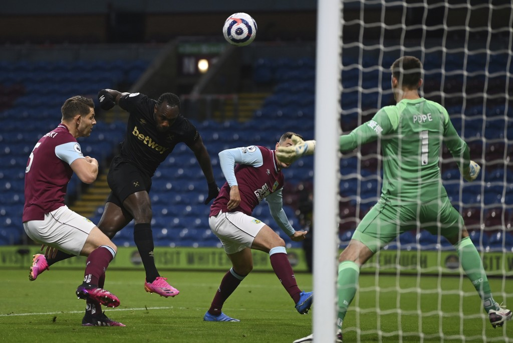 West Ham's Michail Antonio, second left heads the ball to score his sides 1st goal of the game during the English Premier League soccer match between ...