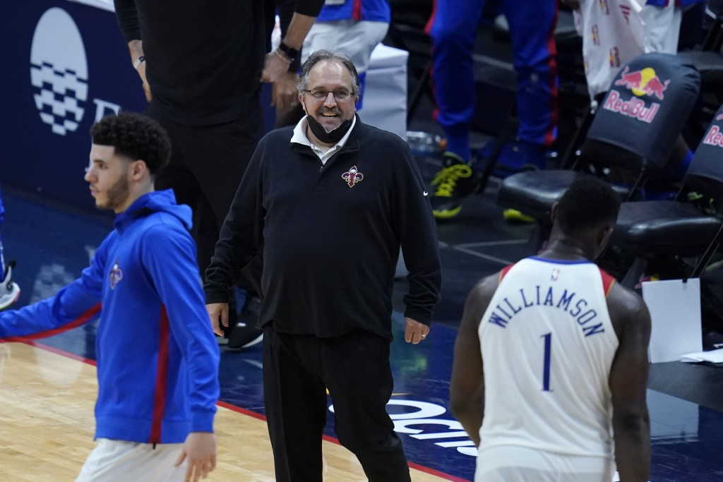 New Orleans Pelicans head coach Stan Van Gundy reacts during a late run in the second half of an NBA basketball game against the Golden State Warriors...