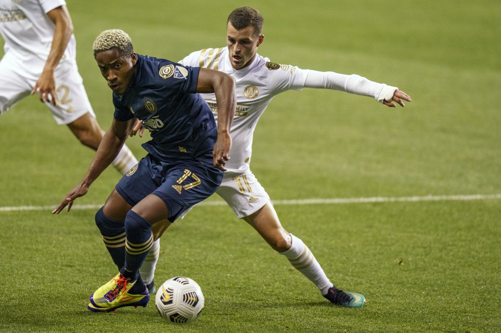 Philadelphia Union's Sergio Santos, left, battles with Atlanta United's Brooks Lennon, right, for the ball during the first half of a CONCACAF Champio...