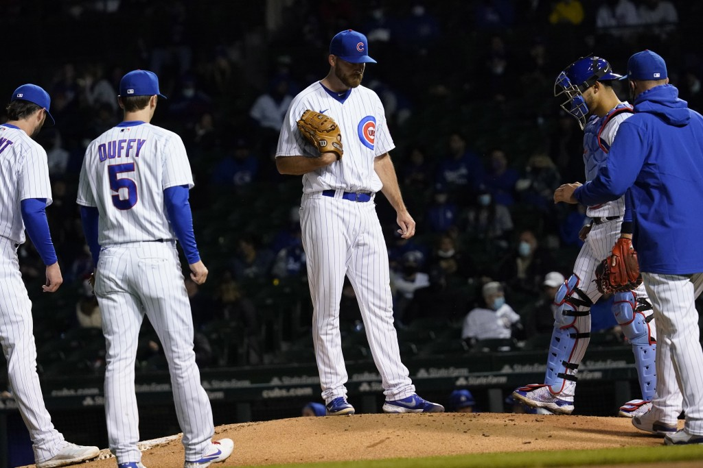 Chicago Cubs relief pitcher Kyle Ryan, center, reacts as he waits for manager David Ross, right, during the sixth inning of a baseball game against th...