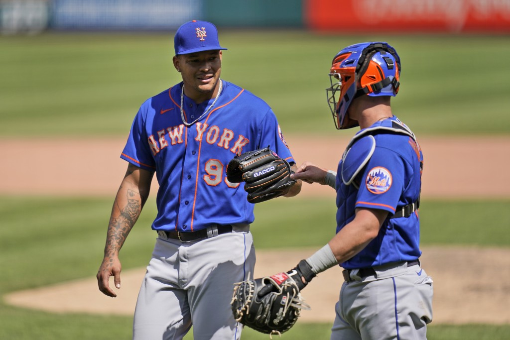 New York Mets starting pitcher Taijuan Walker, left, is congratulated by catcher James McCann as they head off the field after working the seventh inn...