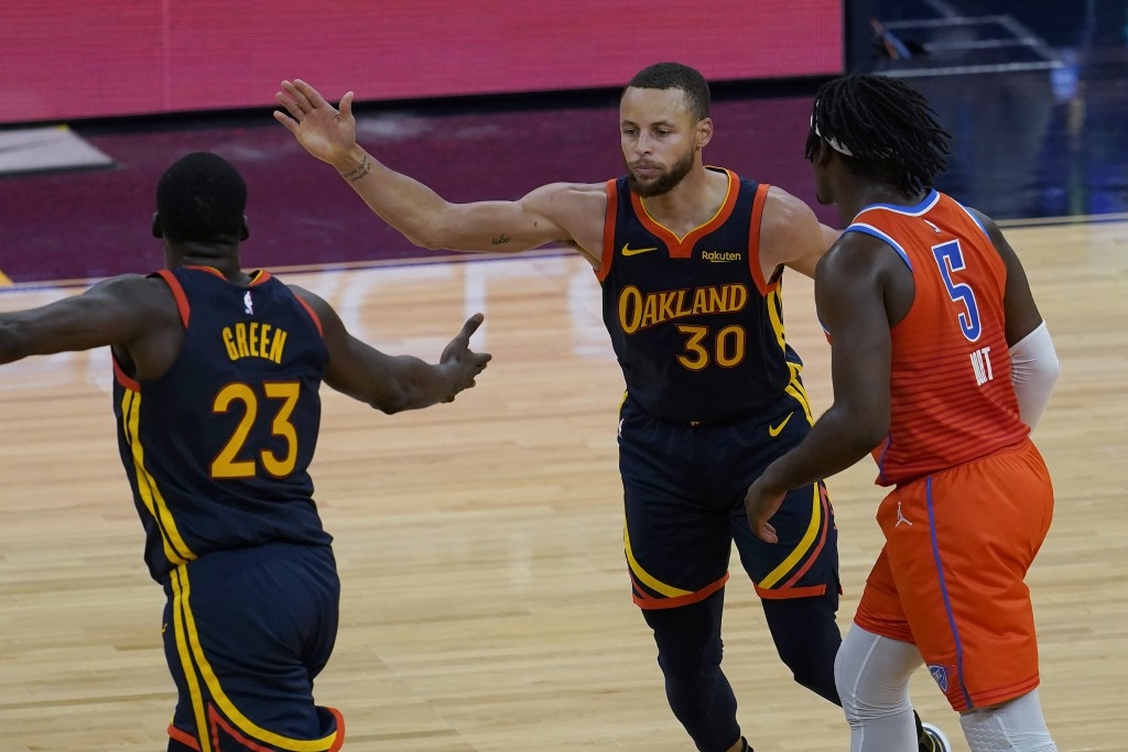 Golden State Warriors forward Draymond Green (23) and guard Stephen Curry (30) celebrate next to Oklahoma City Thunder forward Luguentz Dort (5) durin...