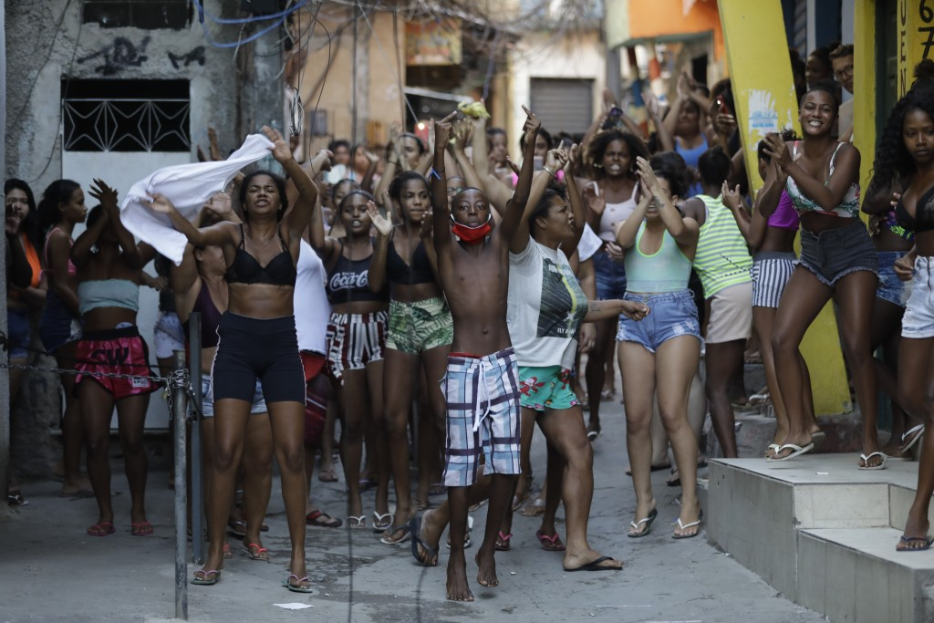 EDS NOTE: OBSCENITY - Youths protest a police operation targeting drug traffickers in the Jacarezinho favela of Rio de Janeiro, Brazil, Thursday, May ...
