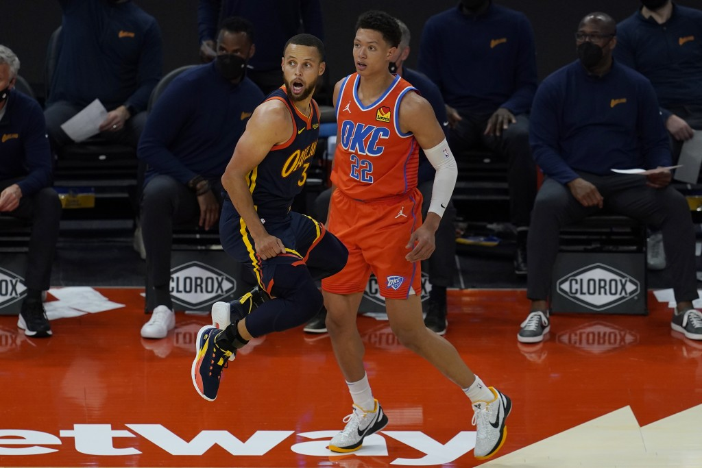 Golden State Warriors guard Stephen Curry (30) reacts as he misses a three-point attempt in front of Oklahoma City Thunder center Isaiah Roby (22) dur...