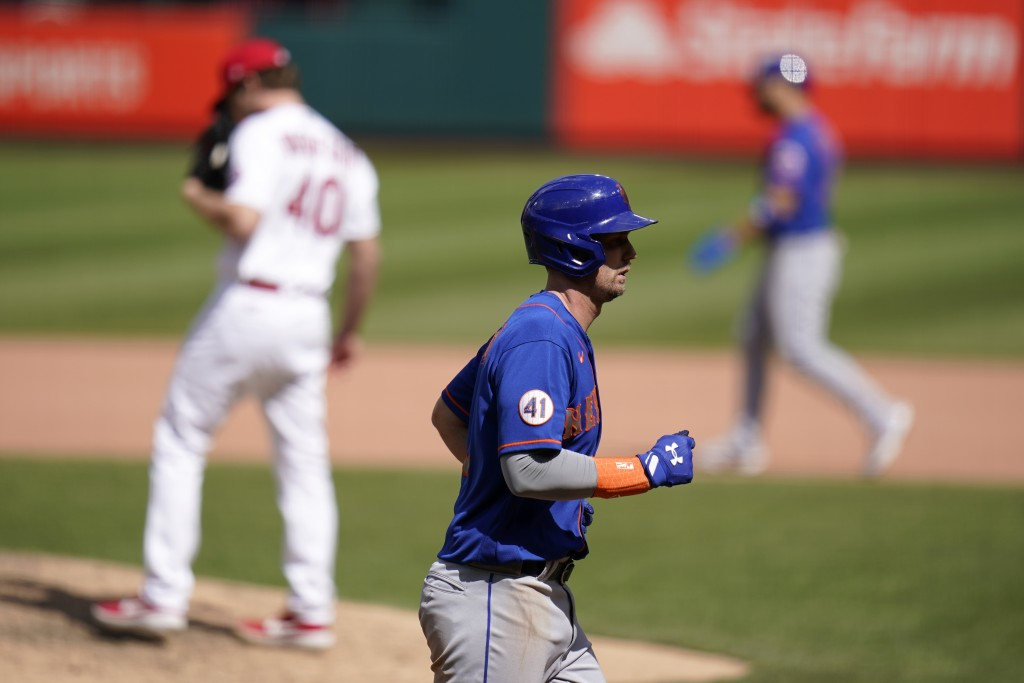 New York Mets' Jeff McNeil jogs in to score on a bases-loaded walk by St. Louis Cardinals starting pitcher Jake Woodford (40) during the eighth inning...