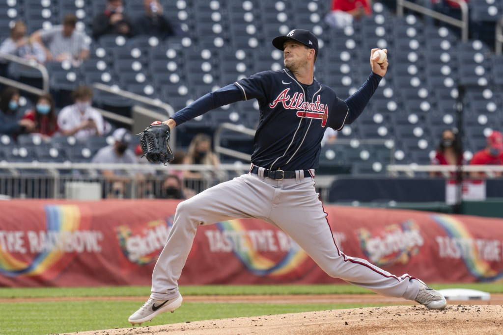 Atlanta Braves' starting pitcher Drew Smyly throws during the first inning of a baseball game against the Washington Nationals in Washington, Thursday...