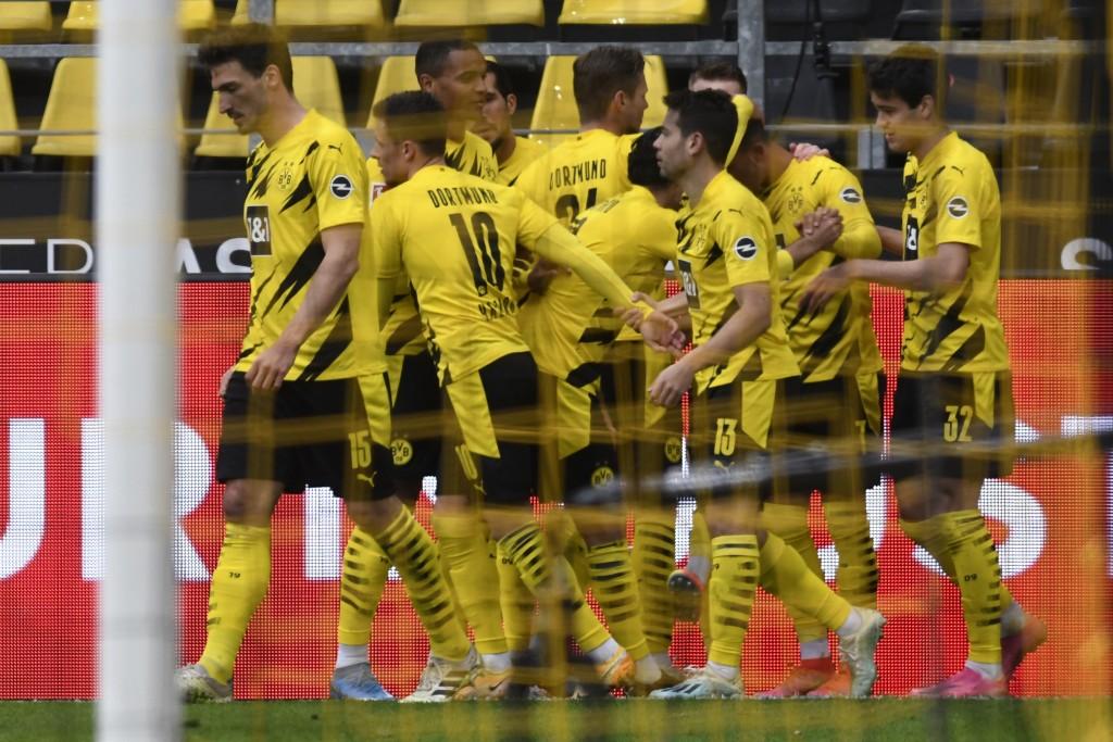 Dortmund's Jadon Sancho, second right, celebrates after scoring his side's second goal during the German Bundesliga soccer match between Borussia Dort...