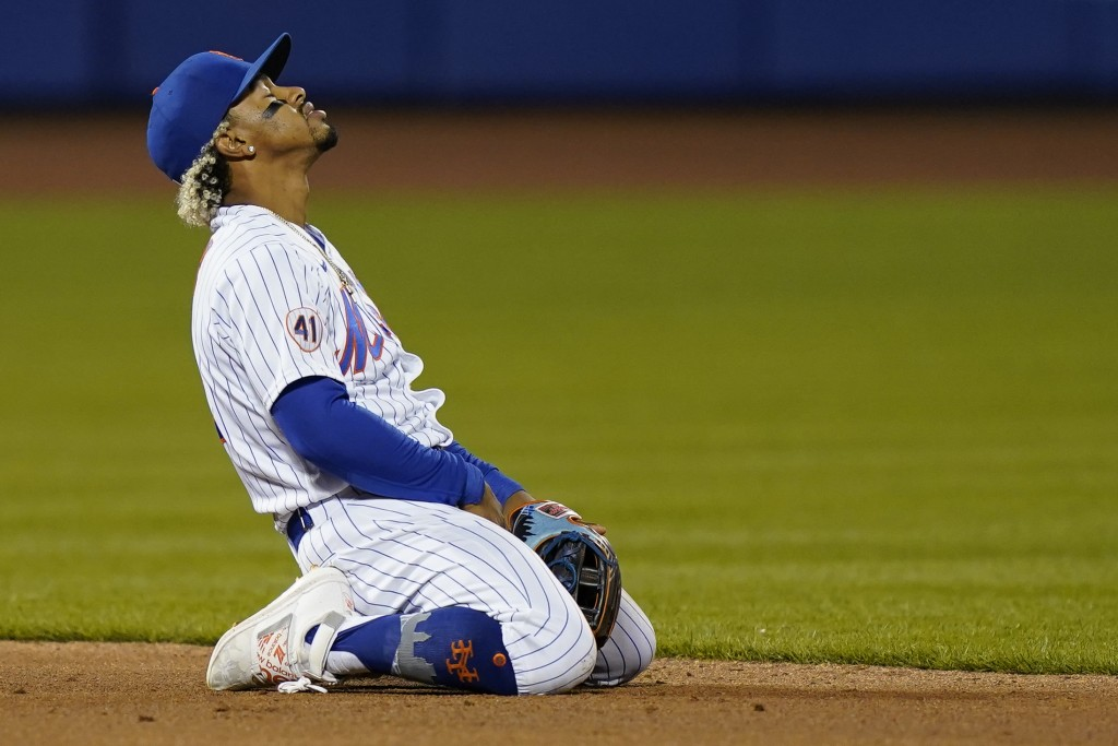 New York Mets shortstop Francisco Lindor reacts after a failed double-play attempt on a ball hit by Arizona Diamondbacks' Zac Gallen during the third ...