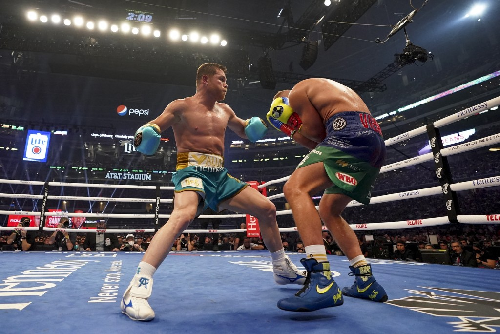 Canelo Alvarez, left, exchanges punches with Billy Joe Saunders during a unified super middleweight world championship boxing match, Saturday, May 8, ...