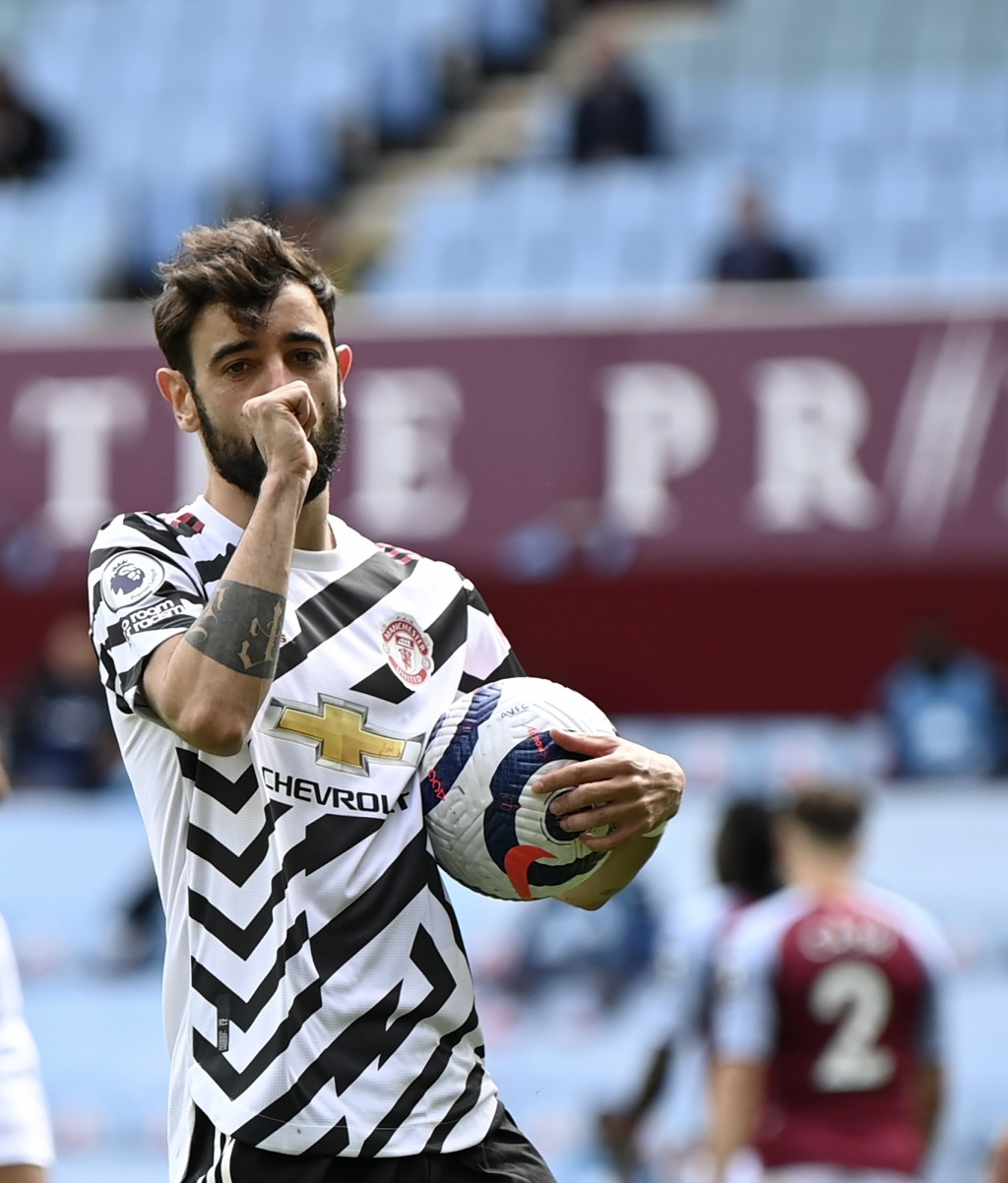 Manchester United's Bruno Fernandes celebrates after scoring his side's opening goal from penalty during the English Premier League soccer match betwe...