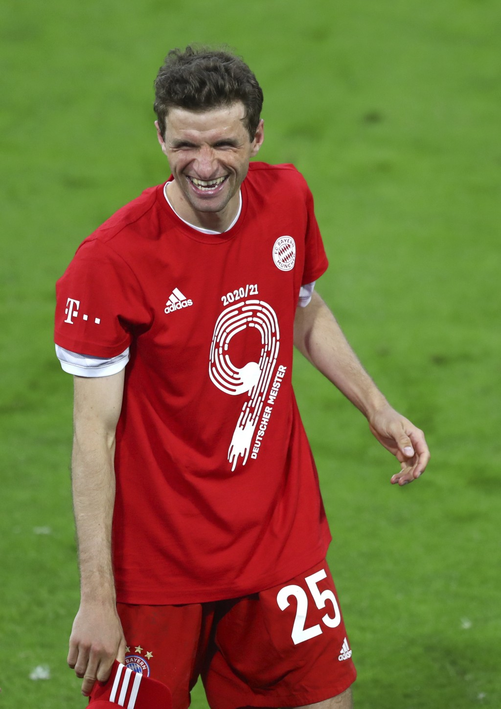 Bayern's Thomas Mueller celebrates at the end of the German Bundesliga soccer match between Bayern Munich and Borussia Moenchengladbach at the Allianz...