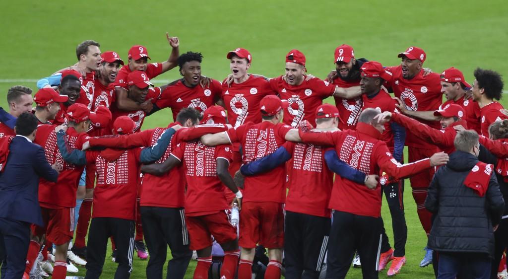 Bayern Munich players celebrate at the end of the German Bundesliga soccer match between Bayern Munich and Borussia Moenchengladbach at the Allianz Ar...