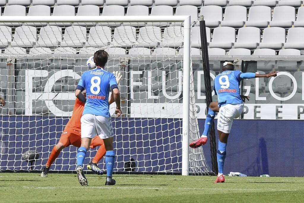 Napoli's Victor Osimhen, right,  scores during a Serie A soccer match between Spezia and Napoli, at the Alberto Picco stadium in La Spezia, Italy, Sat...