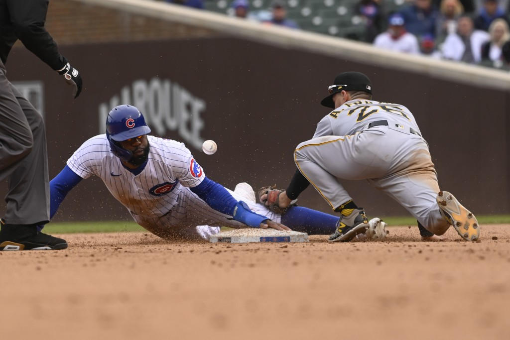 Chicago Cubs' Jason Heyward, left, slides safely past Pittsburgh Pirates second baseman Adam Frazier (26) during the seventh inning of a baseball game...