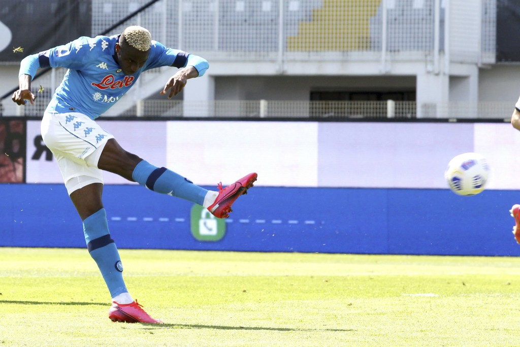 Napoli's Victor Osimhen scores his sides third goal during a Serie A soccer match between Spezia and Napoli, at the Alberto Picco stadium in La Spezia...