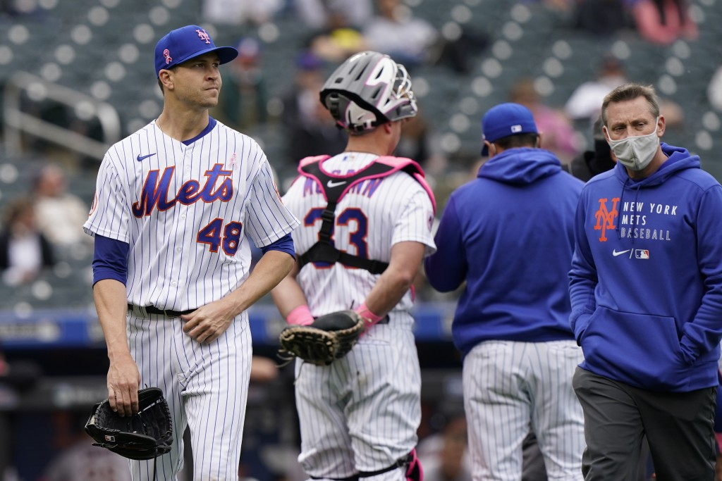 New York Mets starting pitcher Jacob deGrom (48) leaves the mound during the sixth inning of a baseball game against the Arizona Diamondbacks, Sunday,...
