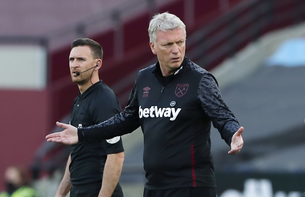 West Ham's manager David Moyes gestures during the English Premier League soccer match between West Ham United and Everton at London stadium in London...