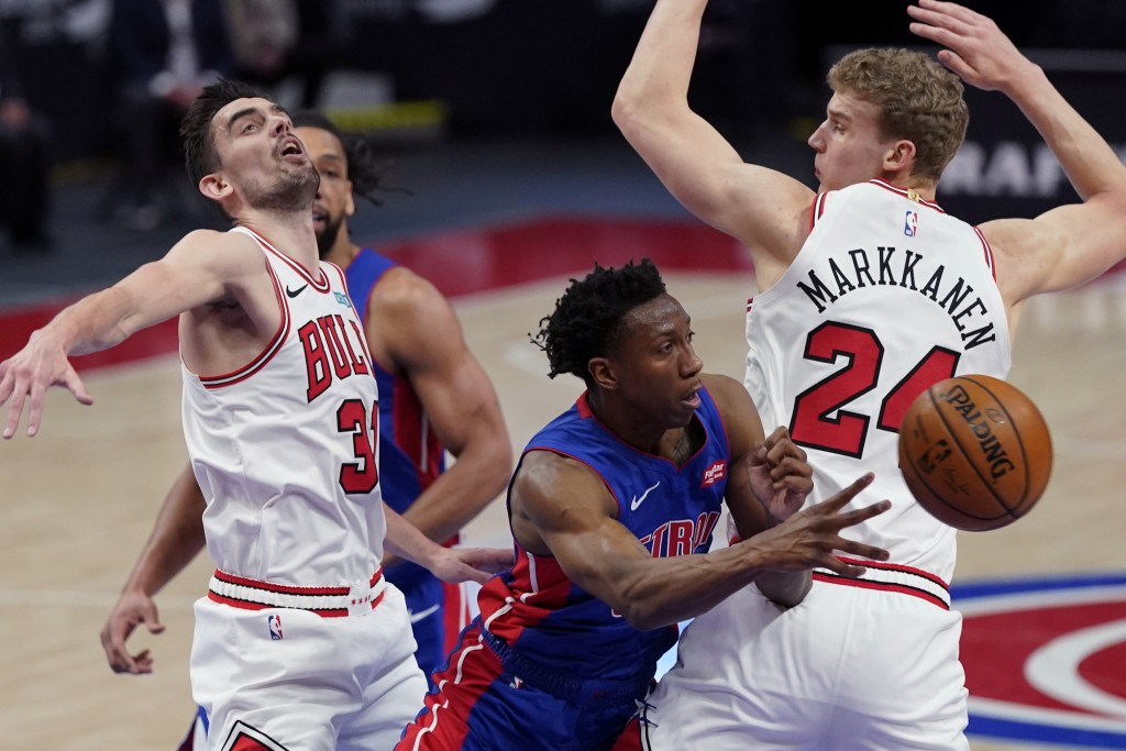Detroit Pistons guard Saben Lee passes as Chicago Bulls guard Tomas Satoransky (31) and forward Lauri Markkanen (24) defend during the first half of a...