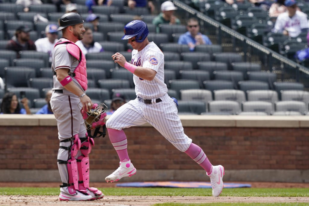 New York Mets James McCann, right, scores on Francisco Lindor's sacrifice fly during a baseball game against the Arizona Diamondbacks, Sunday, May 9, ...