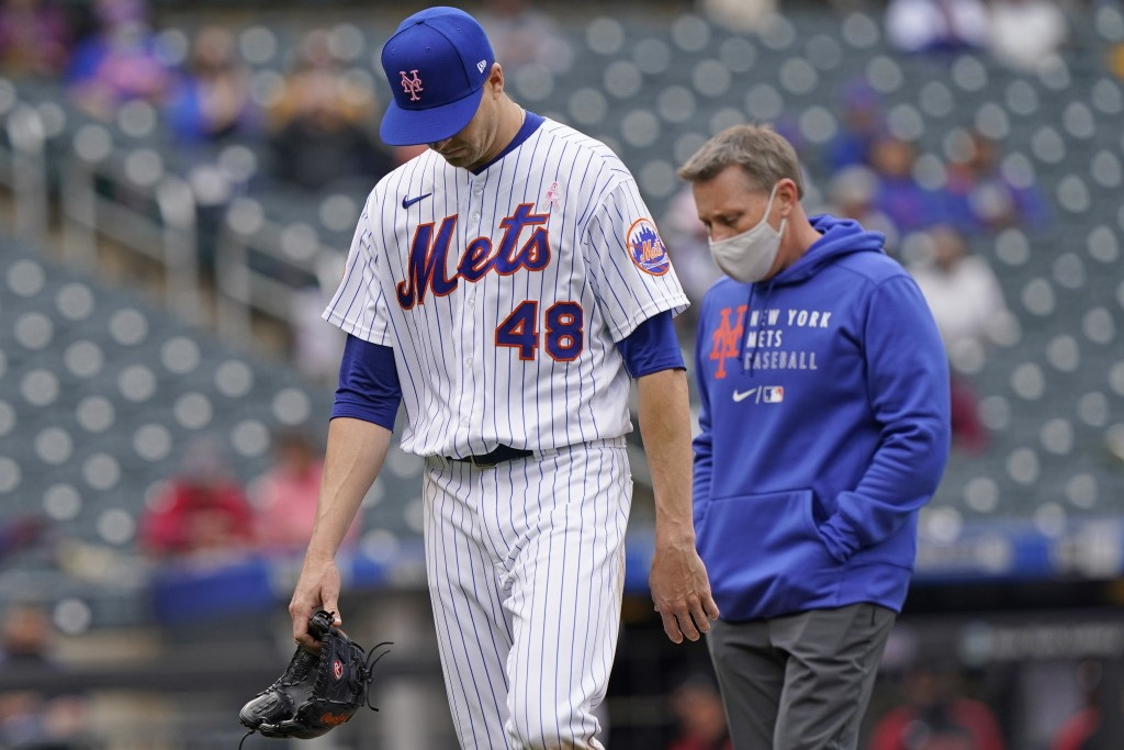 New York Mets starting pitcher Jacob deGrom (48) leaves the field during the sixth inning of a baseball game against the Arizona Diamondbacks, Sunday,...