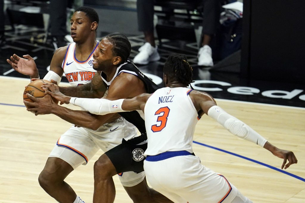 Los Angeles Clippers forward Kawhi Leonard, center, is defended by New York Knicks guard RJ Barrett, left, and center Nerlens Noel (3) during the firs...