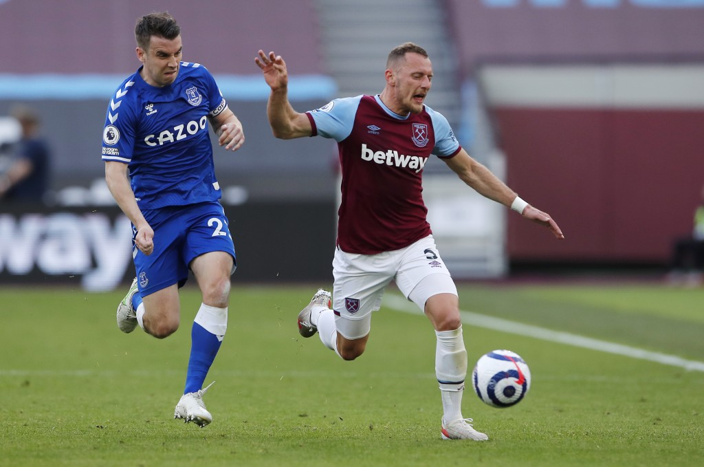 West Ham's Vladimir Coufal, right, challenges for the ball with Everton's Seamus Coleman during the English Premier League soccer match between West H...