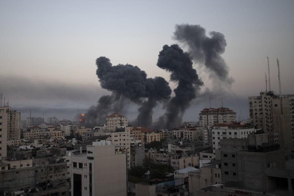 戰煙5月12日在加薩市升起(美聯社圖片)