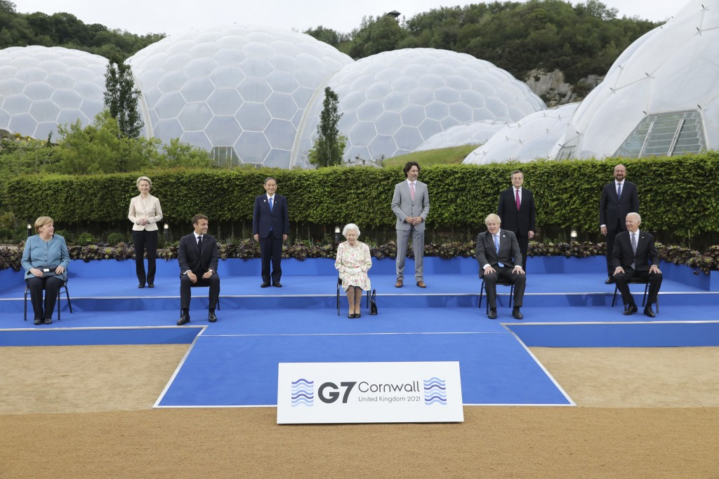 Britain's Queen Elizabeth II poses for a group photo with G7 leaders, from left, back row, President of the European Commission Ursula von der Leyen, ...