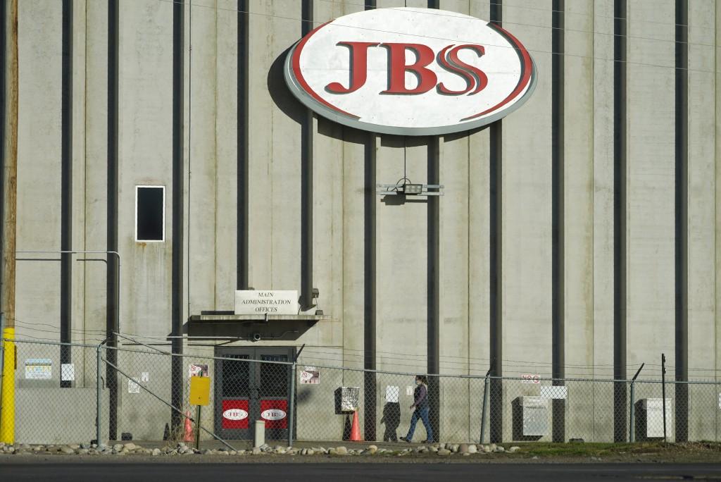 JBS今年五月底遭駭客攻擊勒索鉅額贖金。(美聯社圖片)