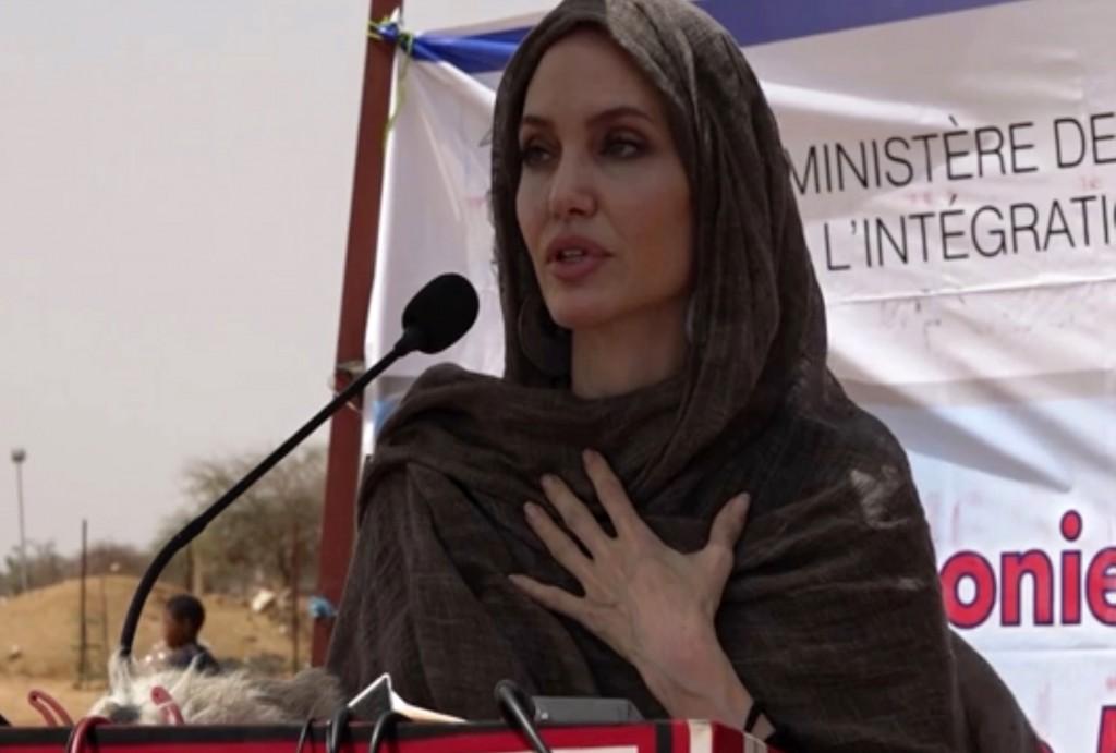 裘莉開IG帳號首貼文為阿富汗女性發聲 批阿局勢「令人作嘔」