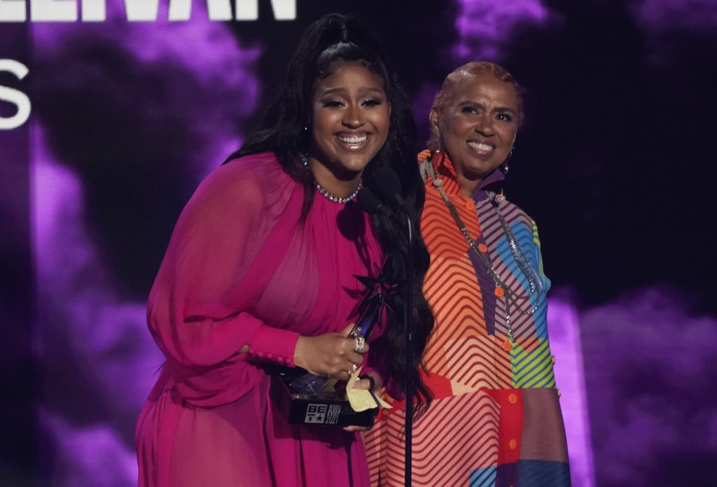 """Jazmine Sullivan accepts the album of the year award for """"Heaux Tales"""" as her mother Pam Sullivan looks on at right at the BET Awards on Sunday, June ..."""