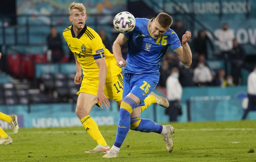 Ukraine's Artem Dovbyk, right, scores his side's second goal during the Euro 2020 soccer championship round of 16 match between Sweden and Ukraine at ...