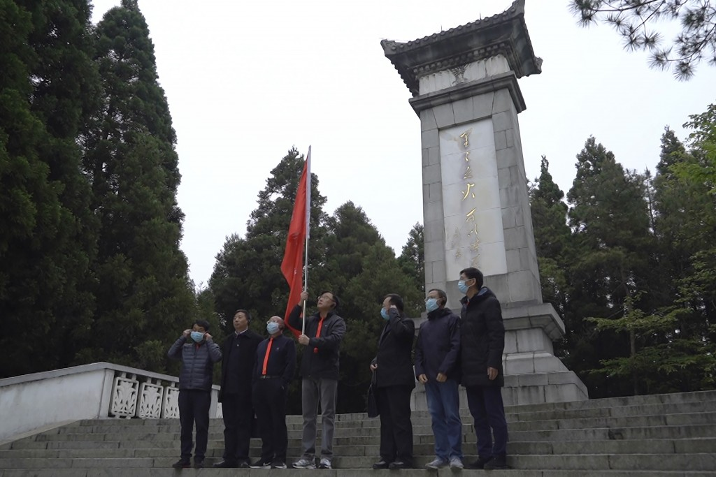 Students at the China Executive Leadership Academy take group photos in front of a revolutionary war memorial in JInggangshan in southeastern China's ...